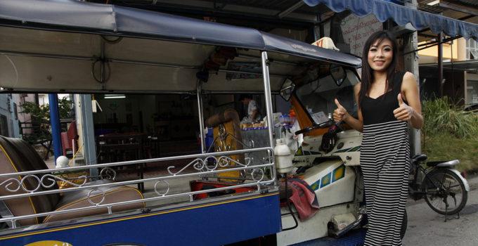 tuk tuk transport girl